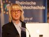 Bürgermeistern Elfi Scho-Antwerpes eröffnete das Programm. Sie freue sich auf spannende Einblicke in ein hochaktuelles Thema, das hervorragend zur Stadt passe, da Medien und Kreativität nicht nur zusammengehörten, sondern auch ein wichtiger Teil der Medienstadt Köln seien.