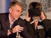 Andreas Lohaus hatte einen Prototyp der Virtual-Reality-Brille Oculus Rift mitgebracht, die im nächsten Jahr auf den Markt kommen soll. Kongressorganisatorin und Studiengangsleiterin Prof. Dr. Beate Gleitsmann durfte sie als Erste testen.