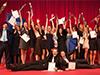 Ausgelassene Freude auf der Bühne nach der Urkundenübergabe
