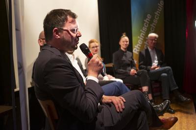 Dr. Joël Binckli – Leiter des Instituts für Soziologie und Sozialpsychologie (ISS) an der Universität zu Köln beantwortet Publikumsfragen.