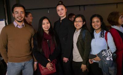 v.l.n.r. Gruppenfoto mit Topmodel: Stephan Jendreieck vom METIS-Team, Angeli Ruth Castro, Marlene Donner,Danra-ann Ladan und Richel Cruz