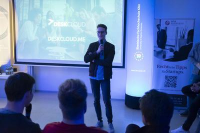 Start-ups-Speaker Ricardo Klapperich (DESKCLOUD) teilt seine Gründungserfahrungen mit dem Publikum.