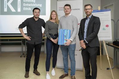 "Stephan Jendreiek und Elena Svensson ""Institut METIS"", Patrick Terber "" RFH-Student"", Philipp Schollmeyer ""Verband DFK"""