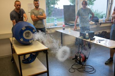 Selbstbau Rauchkanone: Freakwave - Druckwellen sichtbar machen.