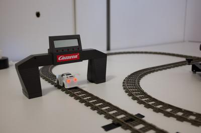 Elektrische Maschinen - hier eine Carrerabahn - angetrieben durch Muskelkraft