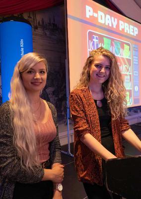 Eine gute Moderation ist die halbe Miete einer gelungenen Veranstaltung: Die beiden Mediendesign-Vollzeit-Studentinnen Klaudia Daub und Nicole Hußmann zeigen, wie's geht.